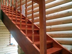 Лестница в деревянном доме на второй этаж»