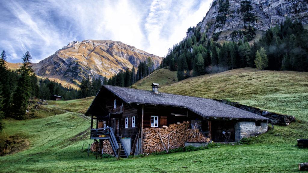 Деревянный дом Швейцарские альпы